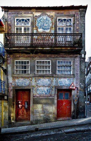 azulejos paneles en Porto, Portugal.