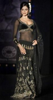 deepika padukone in om shanti om in black dress - Google ...