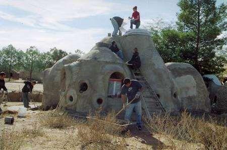 Maisons écologiques  Nader Khalili, du désert à la Lune Earthship