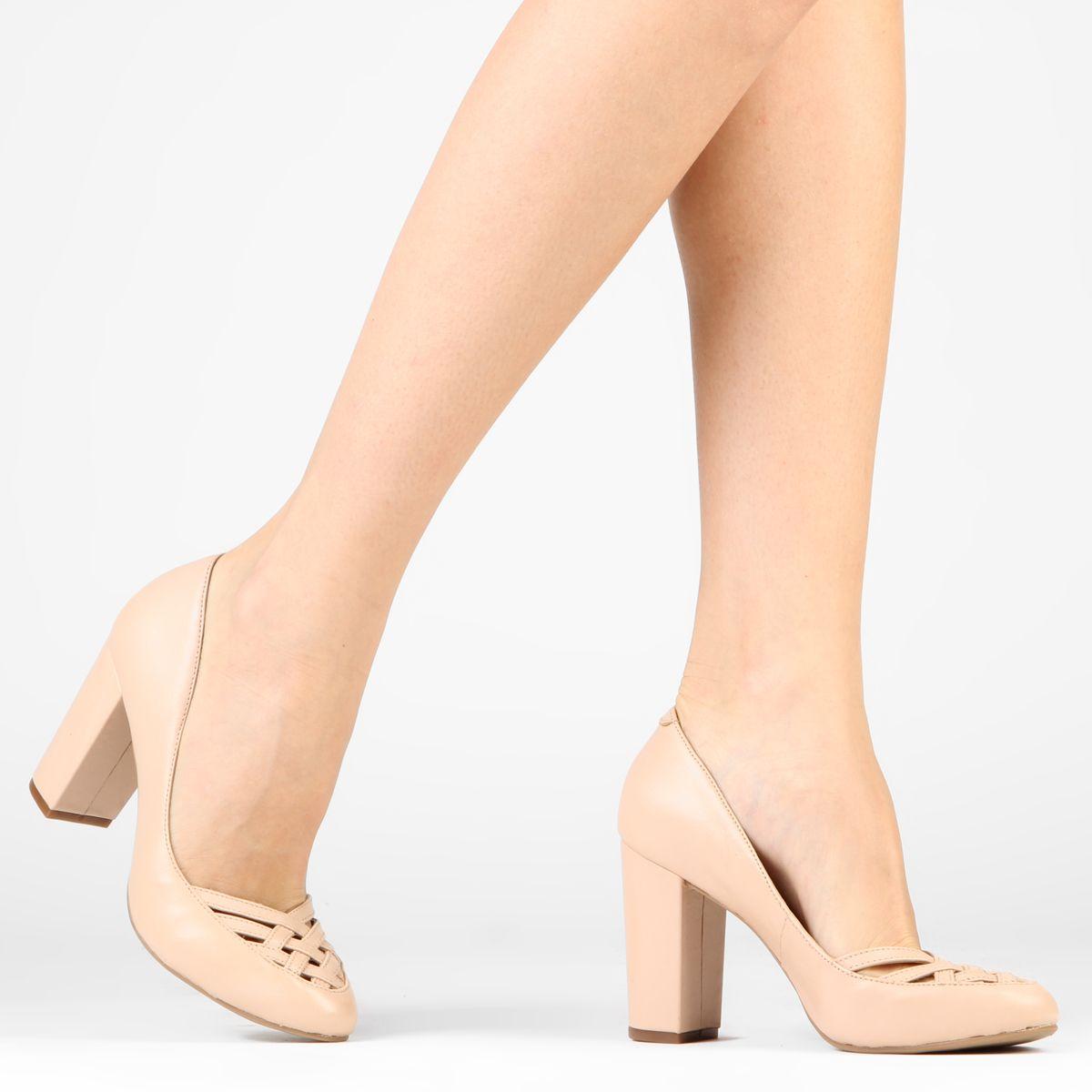 b24ea3f69 Scarpin Regina Rios Recortes Salto Grosso Nude | Zattini - A nova loja de  moda online da Netshoes