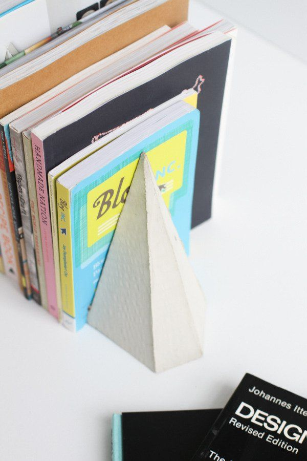 How To Make Diy Geometric Concrete Bookends With Scrap Cardboard Diy Bookends Concrete Diy Diy