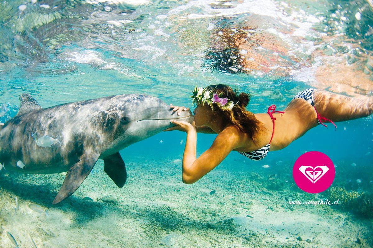 I know it's a roxy ad but i want to swim with dolphins