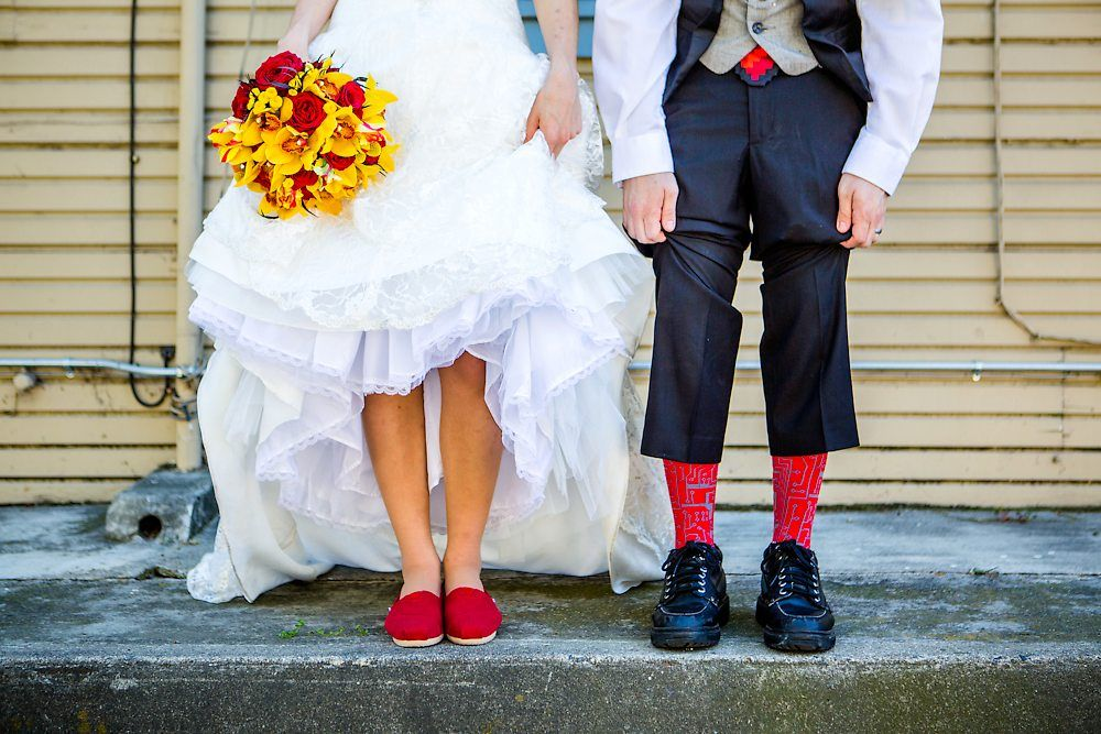 This cute couple chose an unusual theme for their wedding: Minecraft!