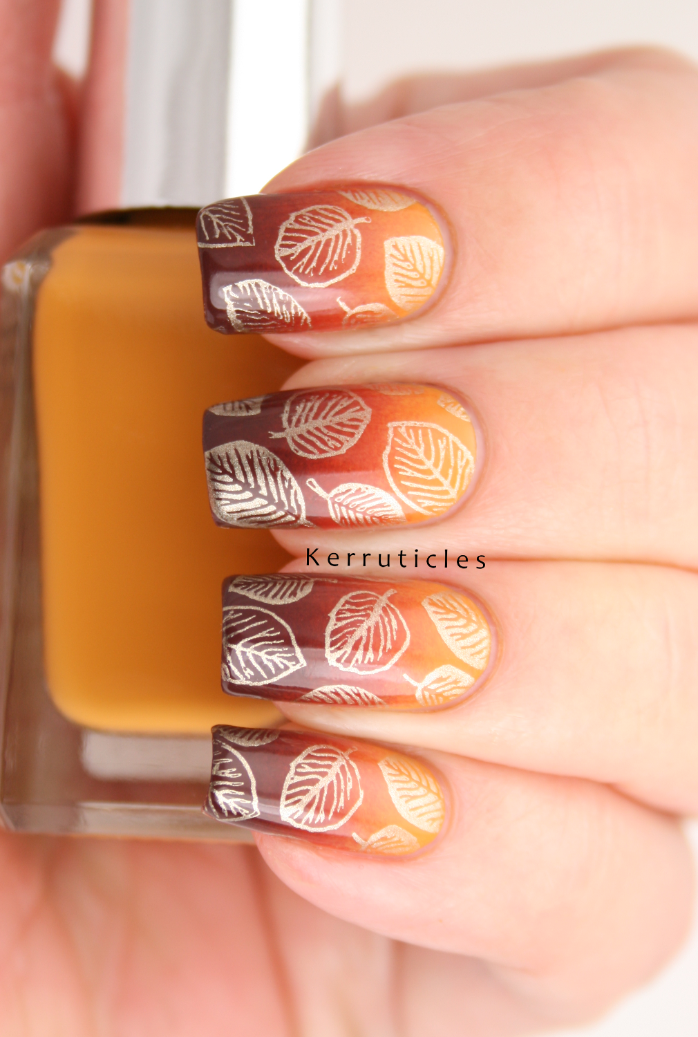 Autumnal gradient with gold leaves: November Polish Party ...