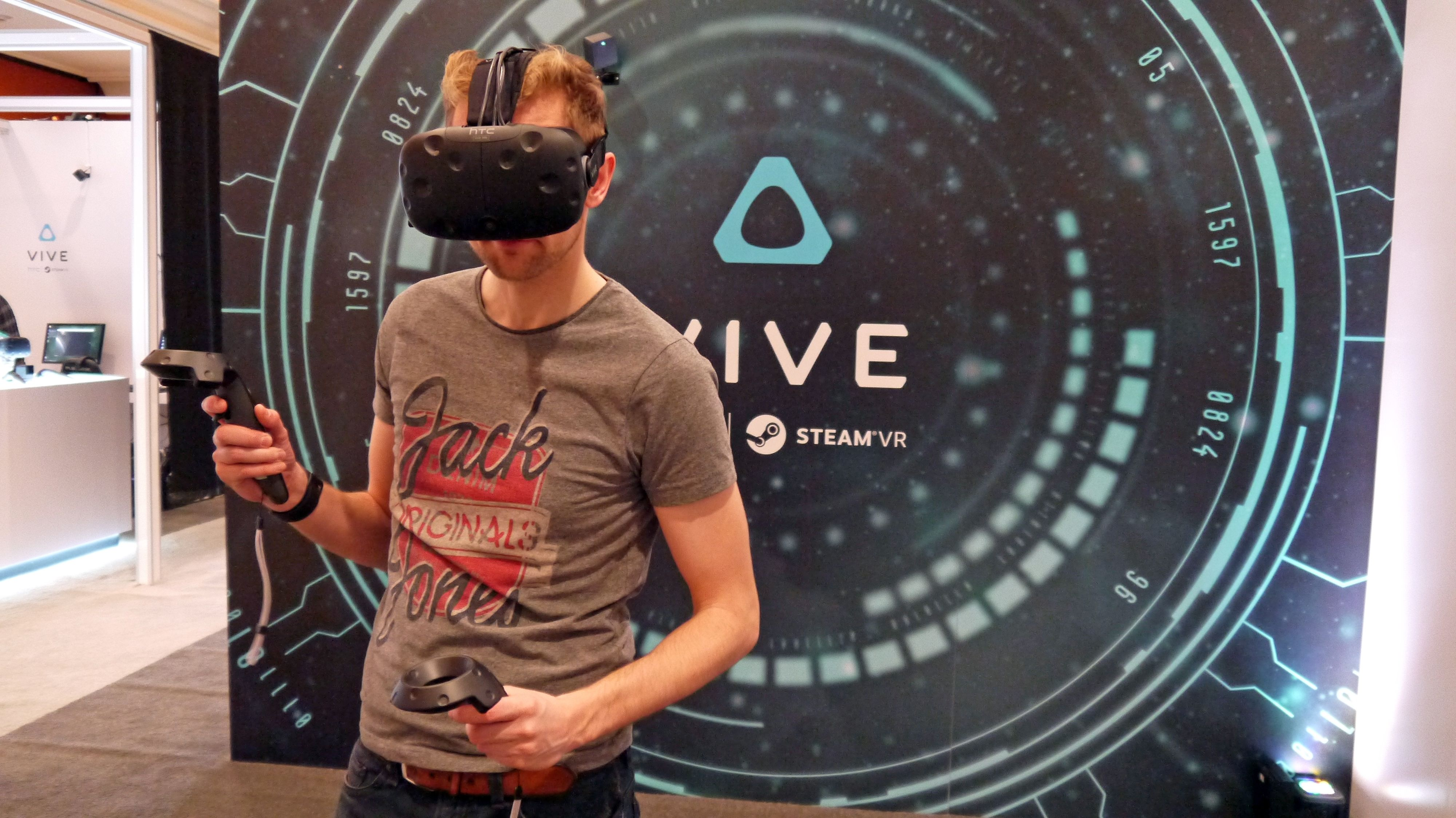 HTC Vive vs Oculus Rift: which VR headset is better