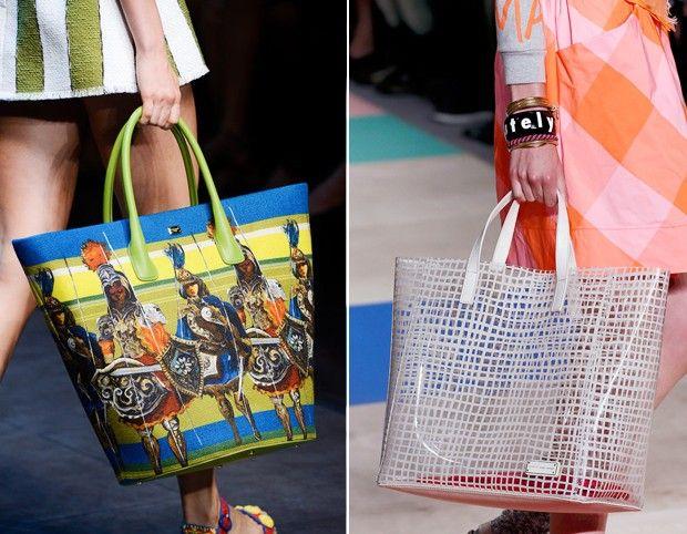 Shopping bags: enquanto a Dolce & Gabanna mostrou um modelo estampado com bonecos sicilianos, a Marc by Marc Jacobs surgiu com uma proposta bem verão, transparente e com print xadrez