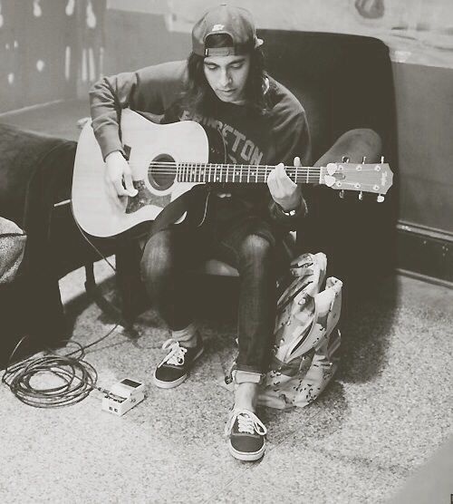 Vic Fuentes, Piercing And Veil