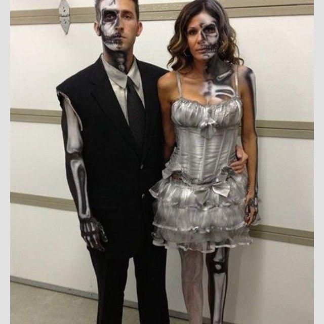 Couple costume idea 🎃👻 #halloween #halloweenparty #halloweenparty #skeleton #costume #costumeidea #diy #diycostume #diyhalloween #diyhalloweencostume