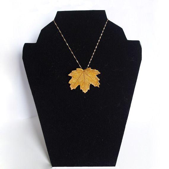 $24.00 Brooch-Pendant Golden Maple Leaf / Broche-Colgante Hoja Dorada de Arce