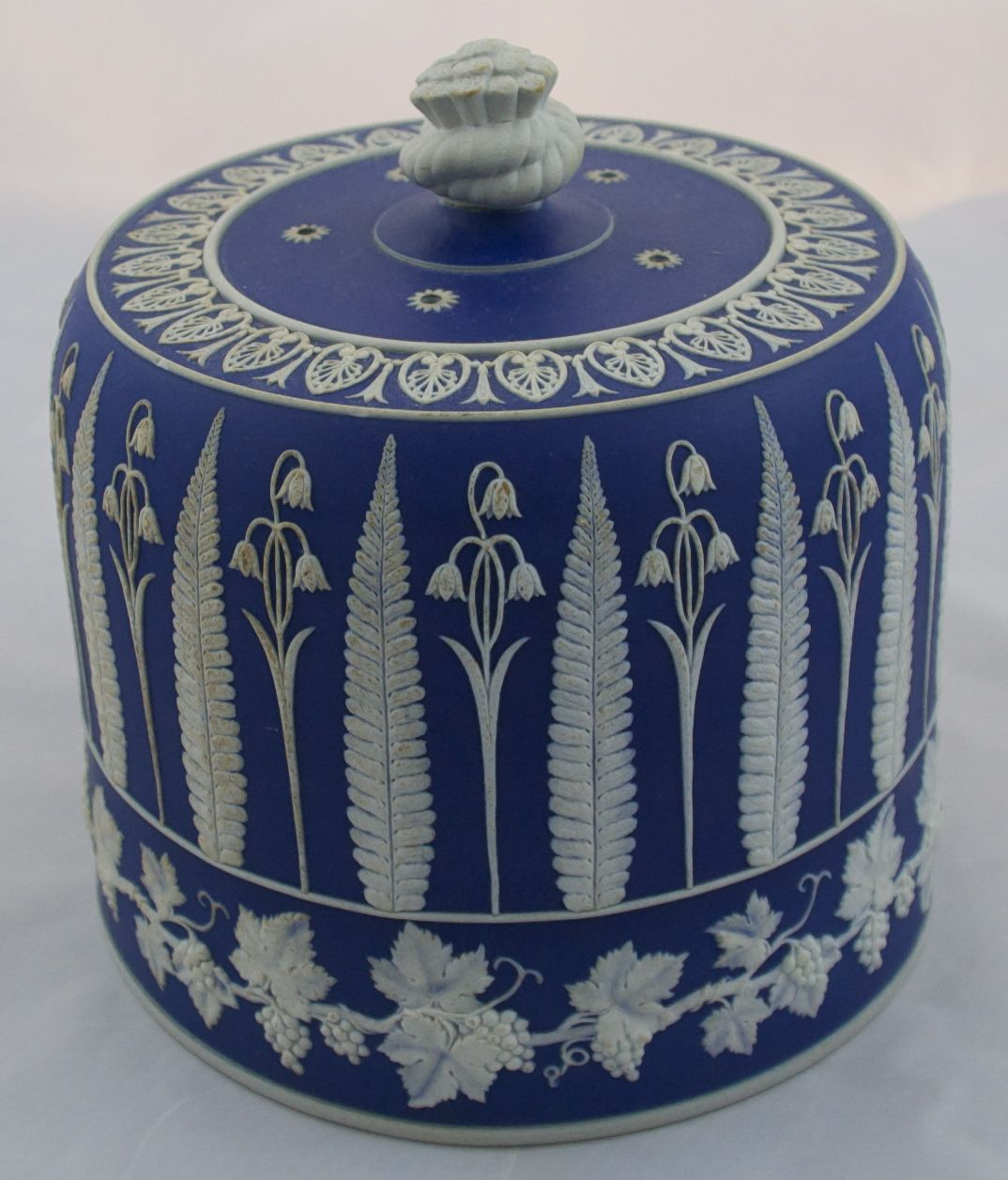 Blue and white wedgewood cheeze dome wonderful floral for Wedgewood designs