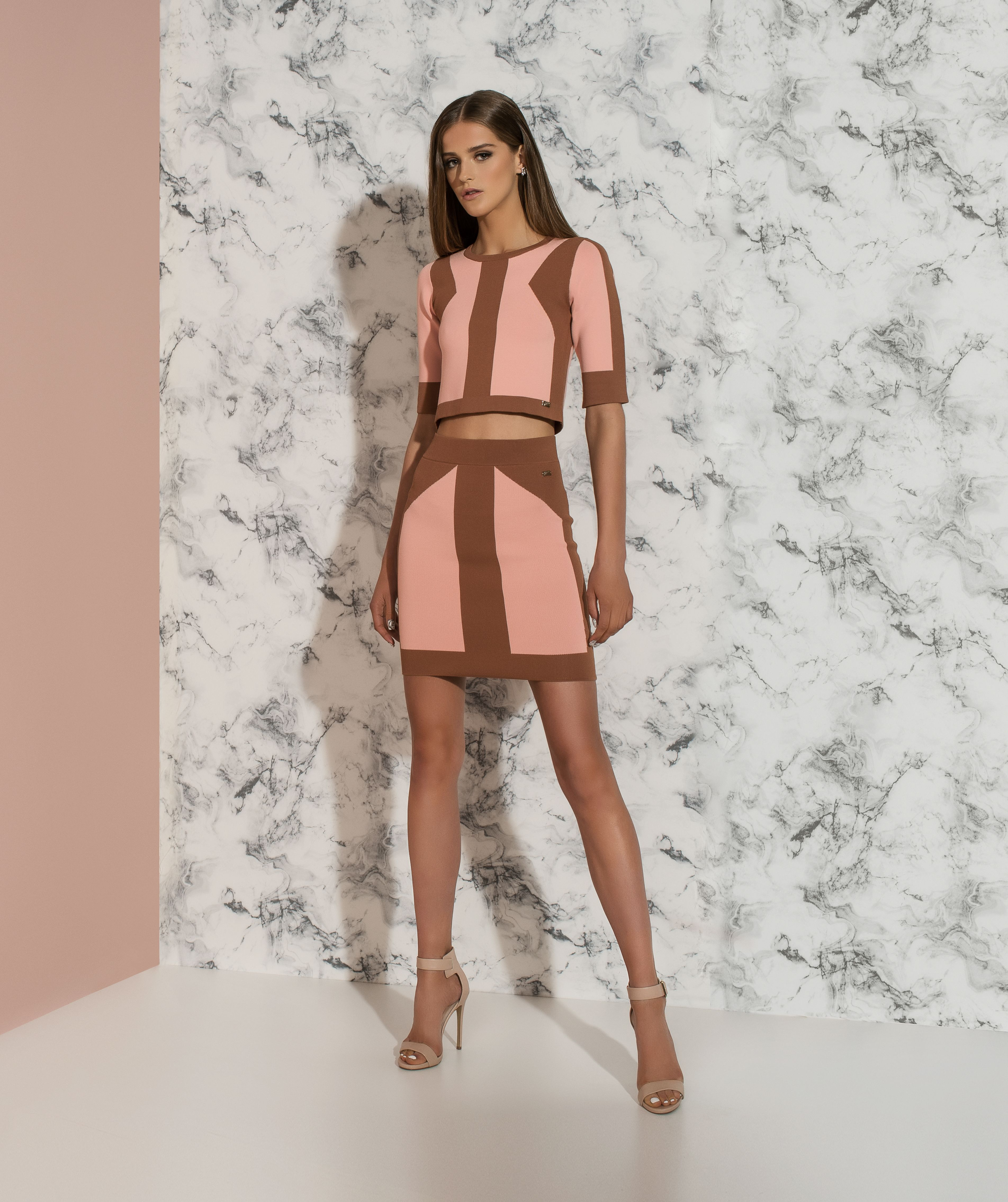 https://joshv.com/eu/clothing-joshv/collection/sixteen-joshv-16 Get on point this season! The sexy JOSH V Lilia crop top and the matching JOSH V Lauren skirt are both characterised by the JOSH V design in contrast colours. Combine this two piece dress with a pair of high heels and some fine jewelry for a festive look. #JOSHV #Top #Skirt #Twopiece #Dress #Heels #Summer #Outfit