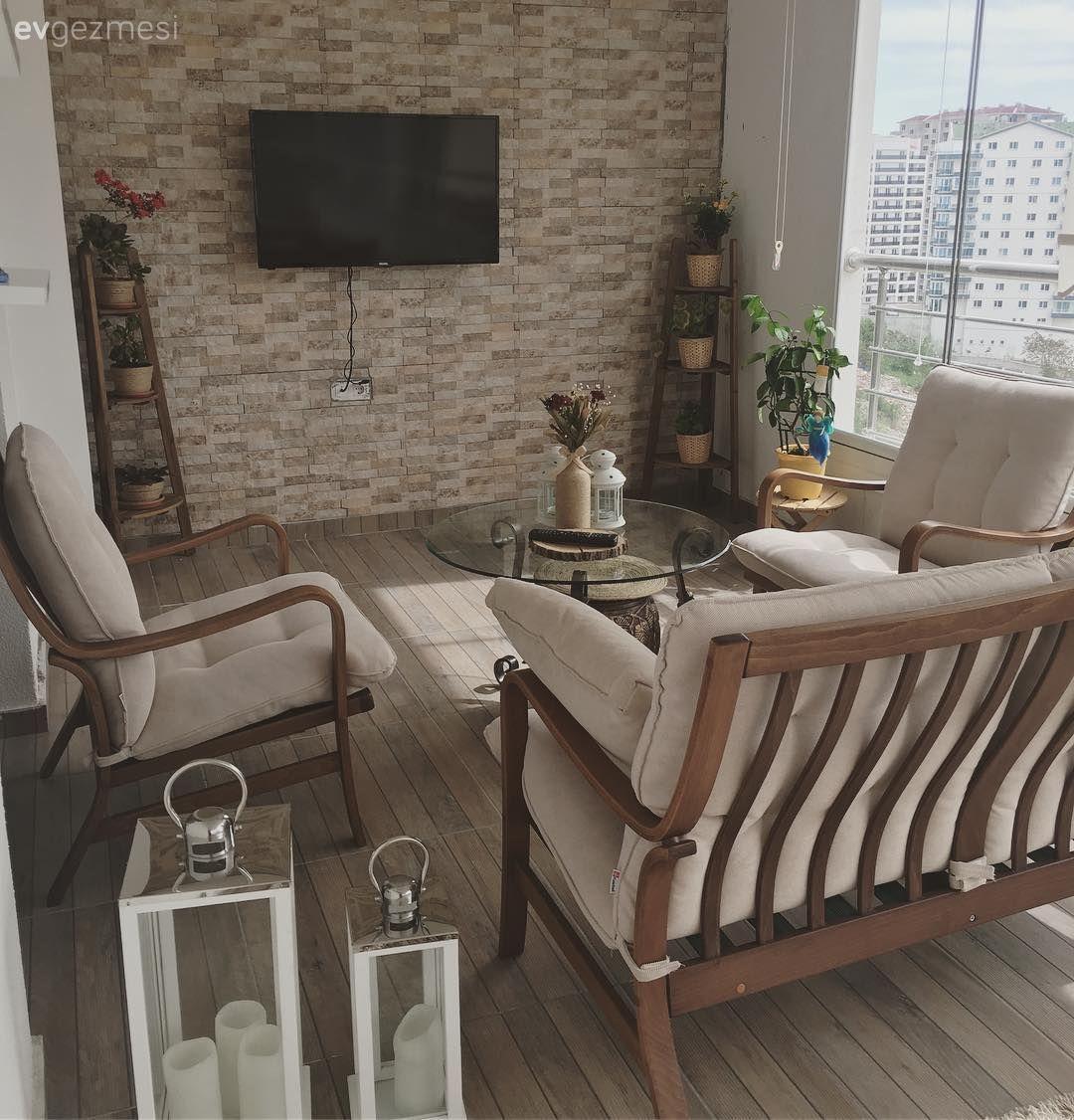 Doğal detaylar, toprak renkler ile.. Konforlu ve sıcak bir ev! #outdoorbalcony