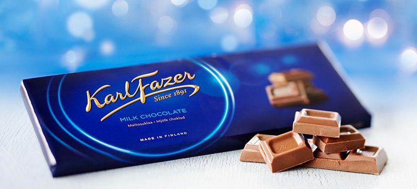 Suomen rakastetuimmassa suklaassa maistuvat tuore maito ja laadukkaimmat kaakaopavut. Fazerin Sininen tuotiin markkinoille jo vuonna 1922. Karl Fazerin kultainen nimikirjoitus ja sininen pakkaus ovat alusta lähtien olleet maitosuklaan tunnus ja laatutakuu. Lisäksi Fazerin Sininen on Suomen arvostetuin tavaramerkki.