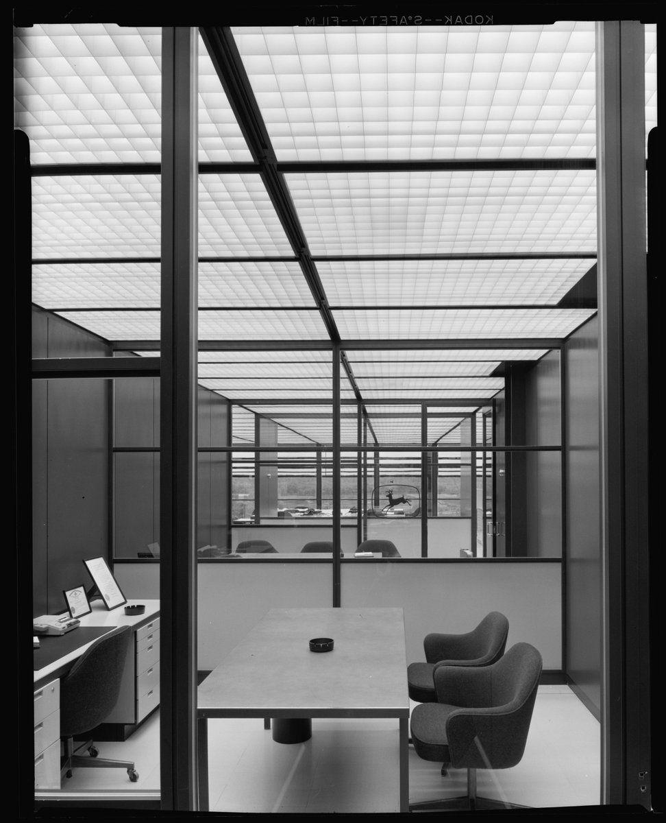 ero Saarinen, Deere and Company Administrative Center, Moline il, 1963 photo: Balthazar Korab