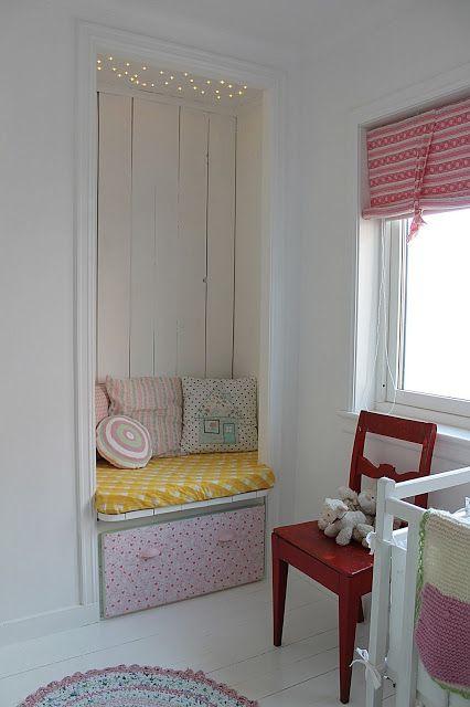 rouge, jaune, blanc chambre de bébé Pinterest Room, Reading
