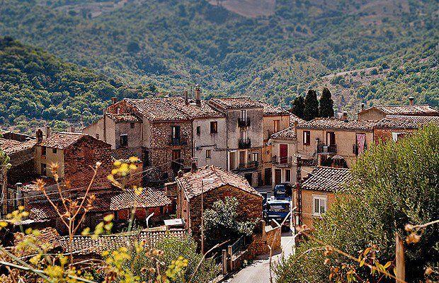 Cidade italiana vende casas a partir de um euro Vender