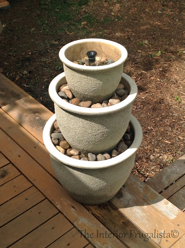 How to make an outdoor water fountain using your old plant for Pot water fountain designs