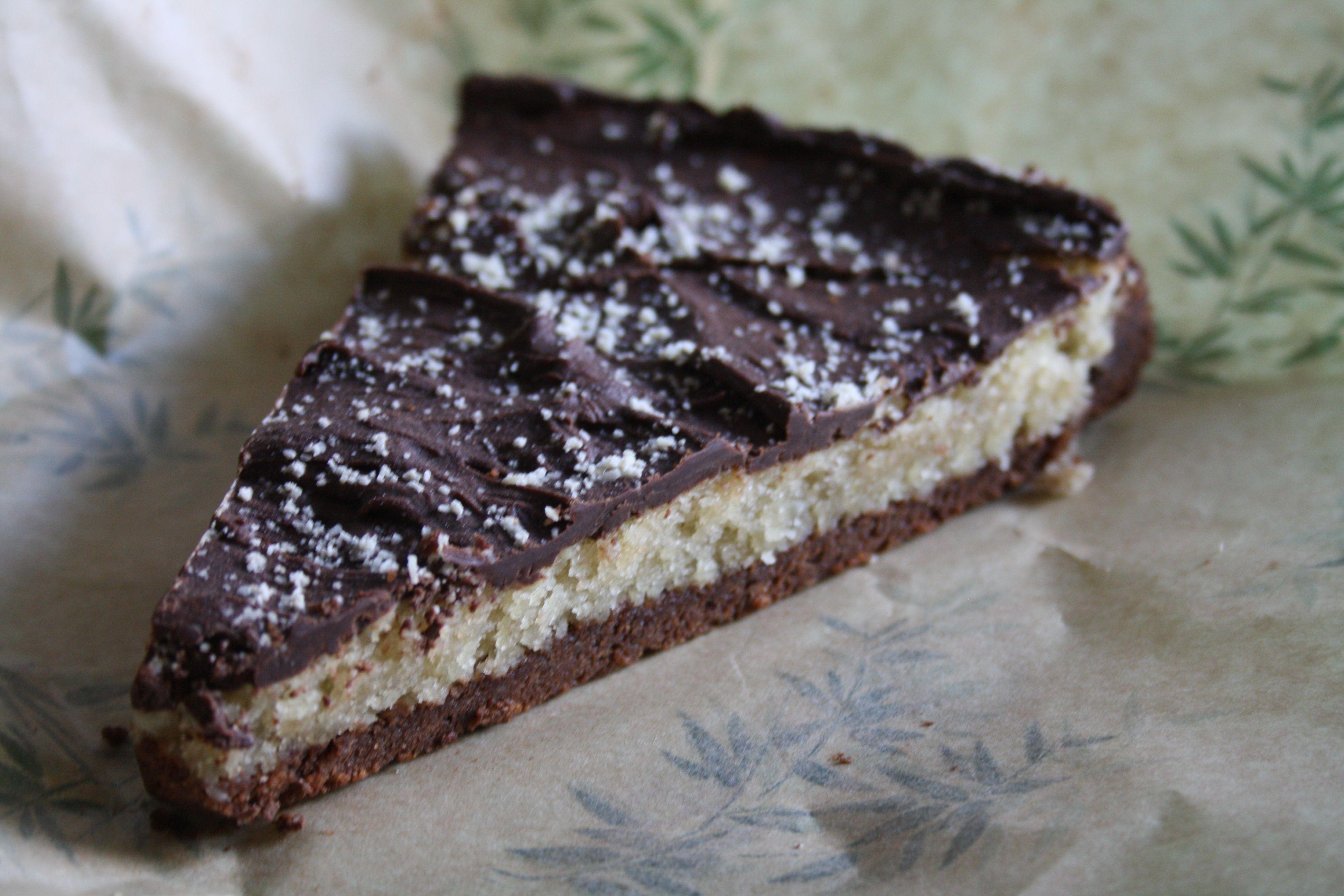 #vegan #almond #chocolate à Greedy Guts - Caen - restaurant végétar/lien