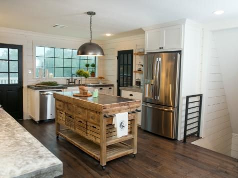 a must see fixer upper reno rustic barn doors and a barn to go with them k che. Black Bedroom Furniture Sets. Home Design Ideas
