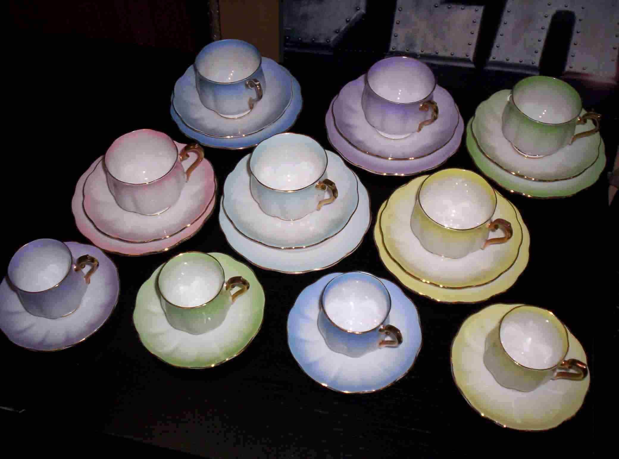 ROYAL ALBERT HARLEQUIN TEASET & COFFEE CUPS & SAUCERS - Item ...