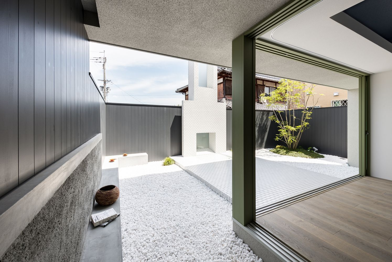 House of Scenes / FORM | Kouichi Kimura Architects  Image: Yoshihiro Asada