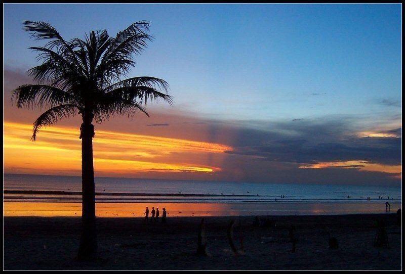 Menjelang Sore Hari Kamu Bisa Menikmati Indahnya Pemandangan Sunset Di Pegunungan Atau Pantai Gambar Sketsa Pemandangan P Di 2020 Pemandangan Pantai Matahari Terbenam