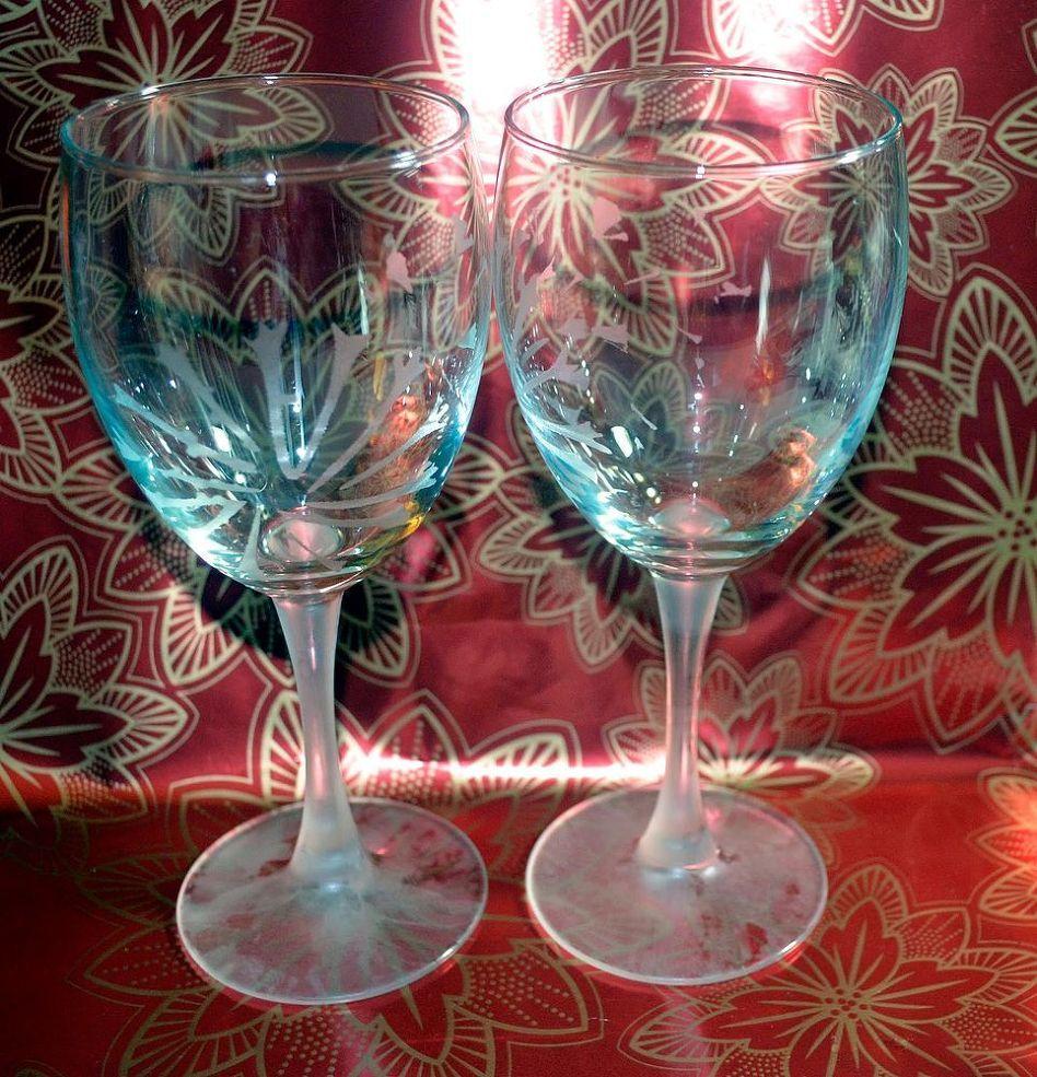 Dandelion Etched Wine Glasses Etched Wine Glasses Wine Bottle Crafts Bottle Crafts
