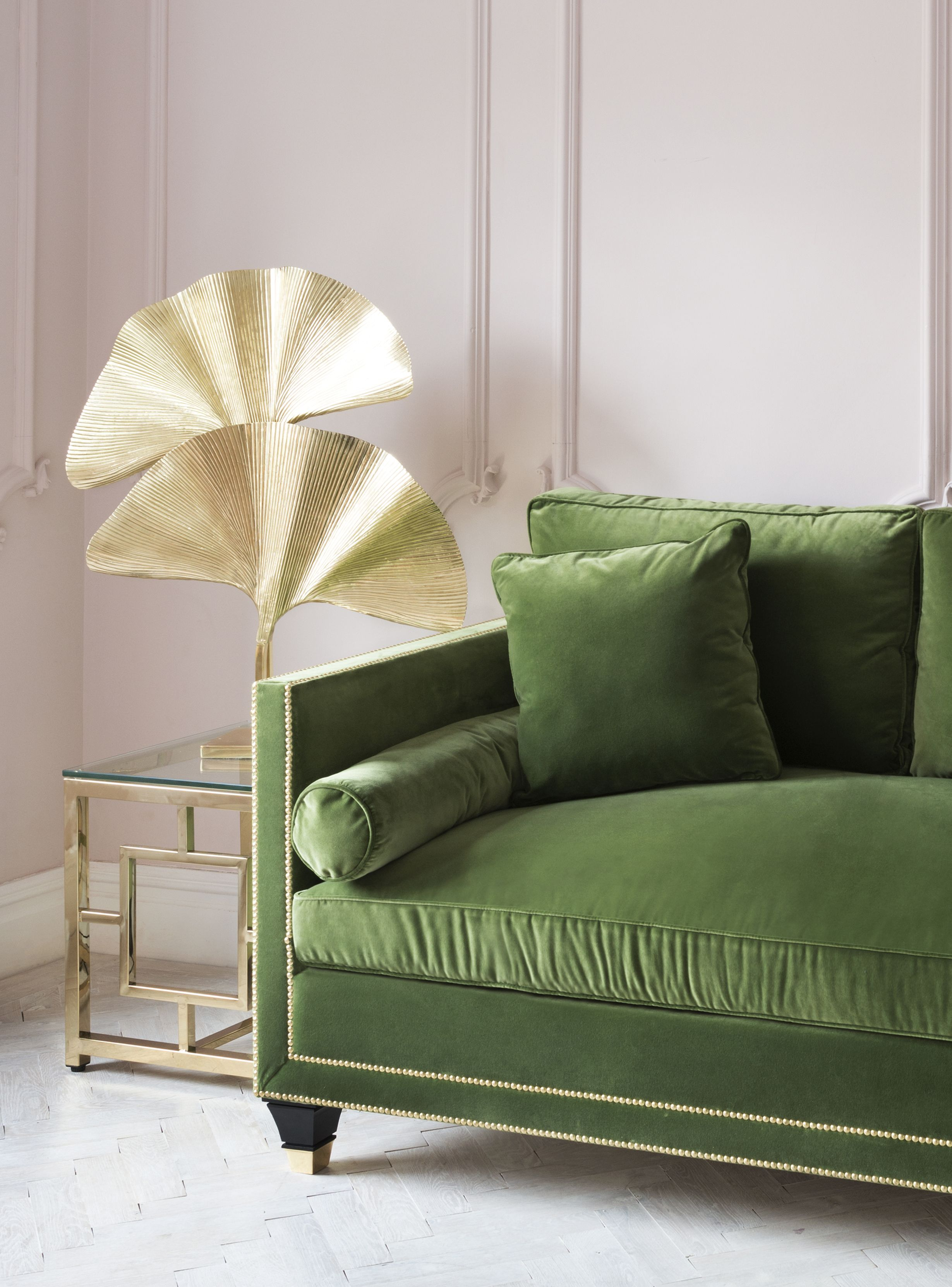 The amazing eichholtz palmas gold table lamp next to the stunning hatfield sofa in green velvet that pink wall paint works beautifully