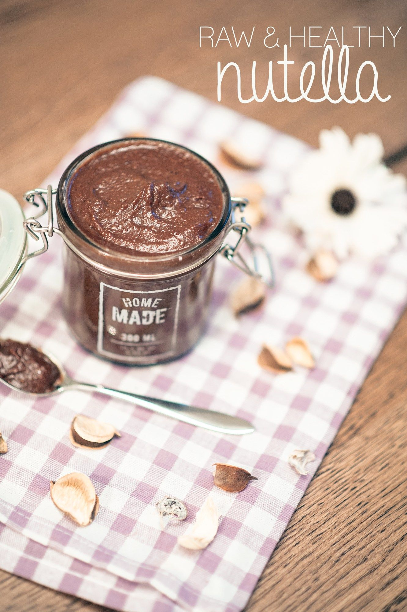 Raw and vegan, healthy homemade nutella - by theVeganista.se