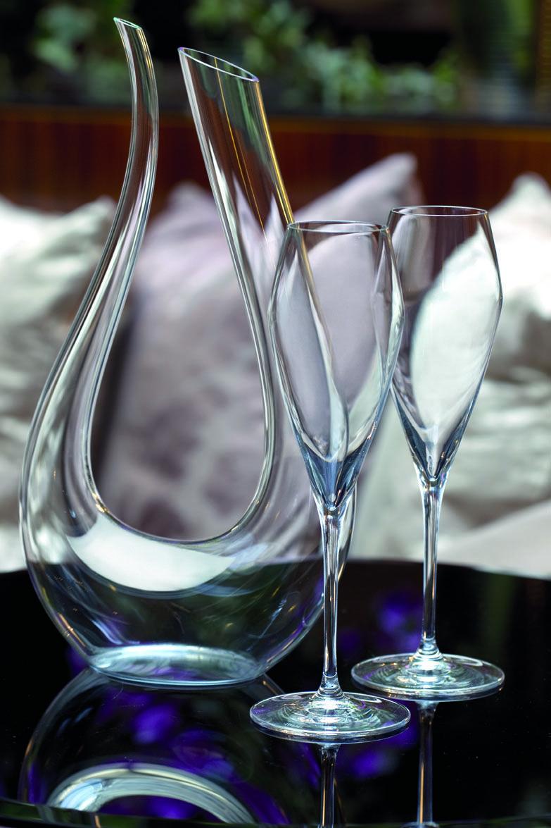 cette originale carafe d canter en verre souffl a t inspir e par les courbes de la lyre. Black Bedroom Furniture Sets. Home Design Ideas