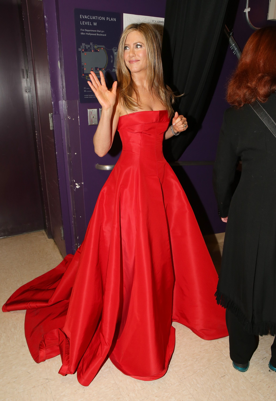 Jennifer Aniston gave a wave backstage at the Oscars. | Fotodesign ...