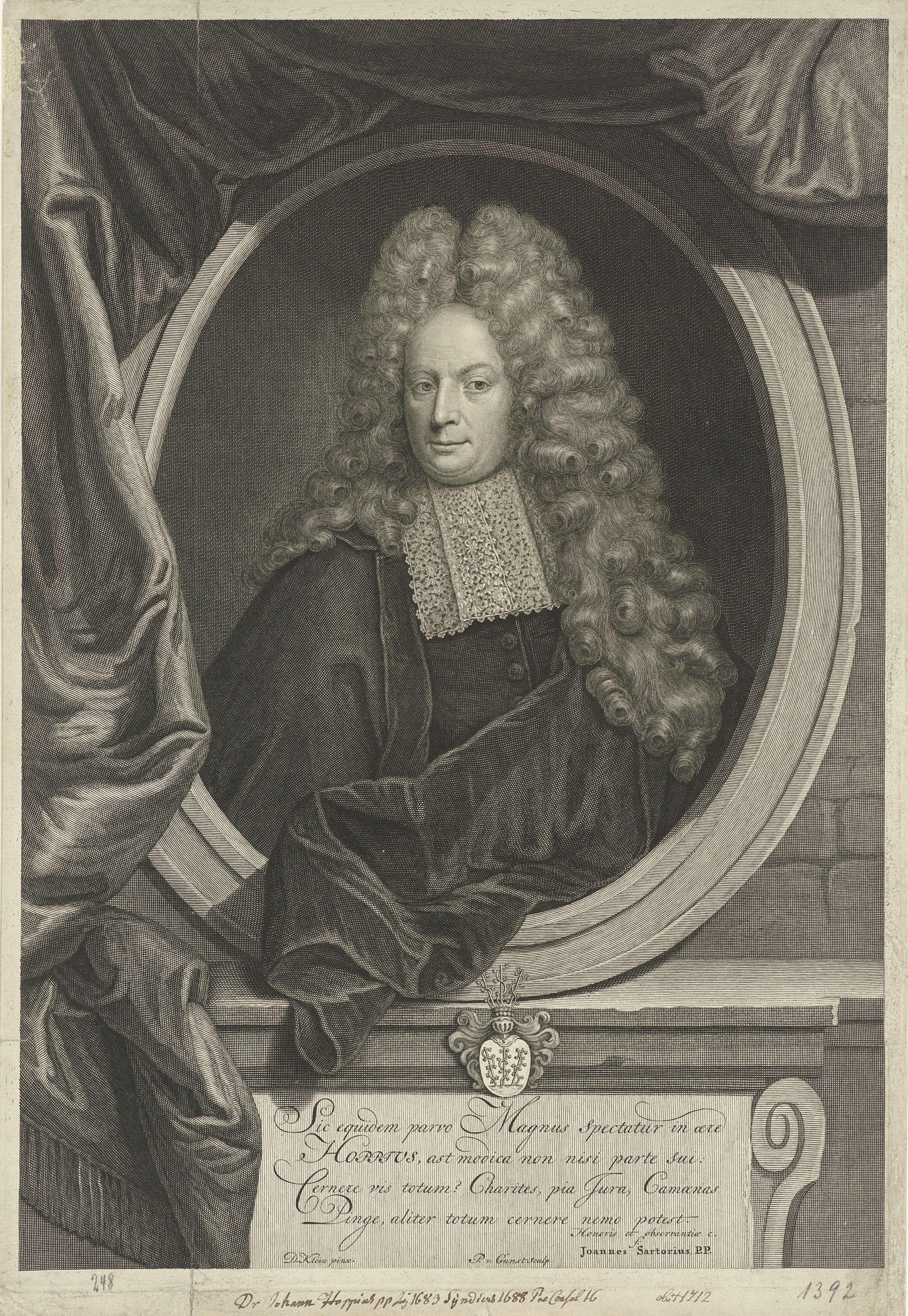 Pieter van Gunst | Portret van Joachim Hoppe, Pieter van Gunst, Joannes Sartorius, 1682 - 1731 | Joachim Hoppe, burgemeester van Danzig. Onder de prent zijn wapenschild en een Latijns onderschrift over zijn leven.