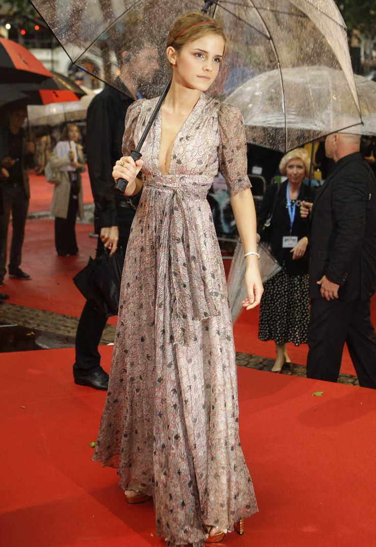 emma-watson-maxi-dress-plunge-neck-red-carpet-umbrella-stylechi ...