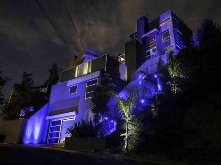 HOUSE OF THE DAY: Pick Up Chris Brown\'s Graffiti-Filled Bachelor Pad ...