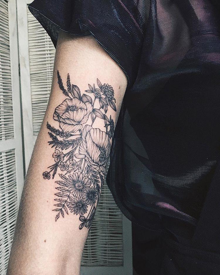 "Photo of TATTOO ARTIST ✖️ YAANA GYACH on Instagram: ""🌸🌼🌾🌿🍃 ✖️yg.tattooing@gmail.com  #ygtattooing #gyachyaana #linework #dotwork #blacktattoo #tattoo #tattoos #tattooartist #uk #london…"""