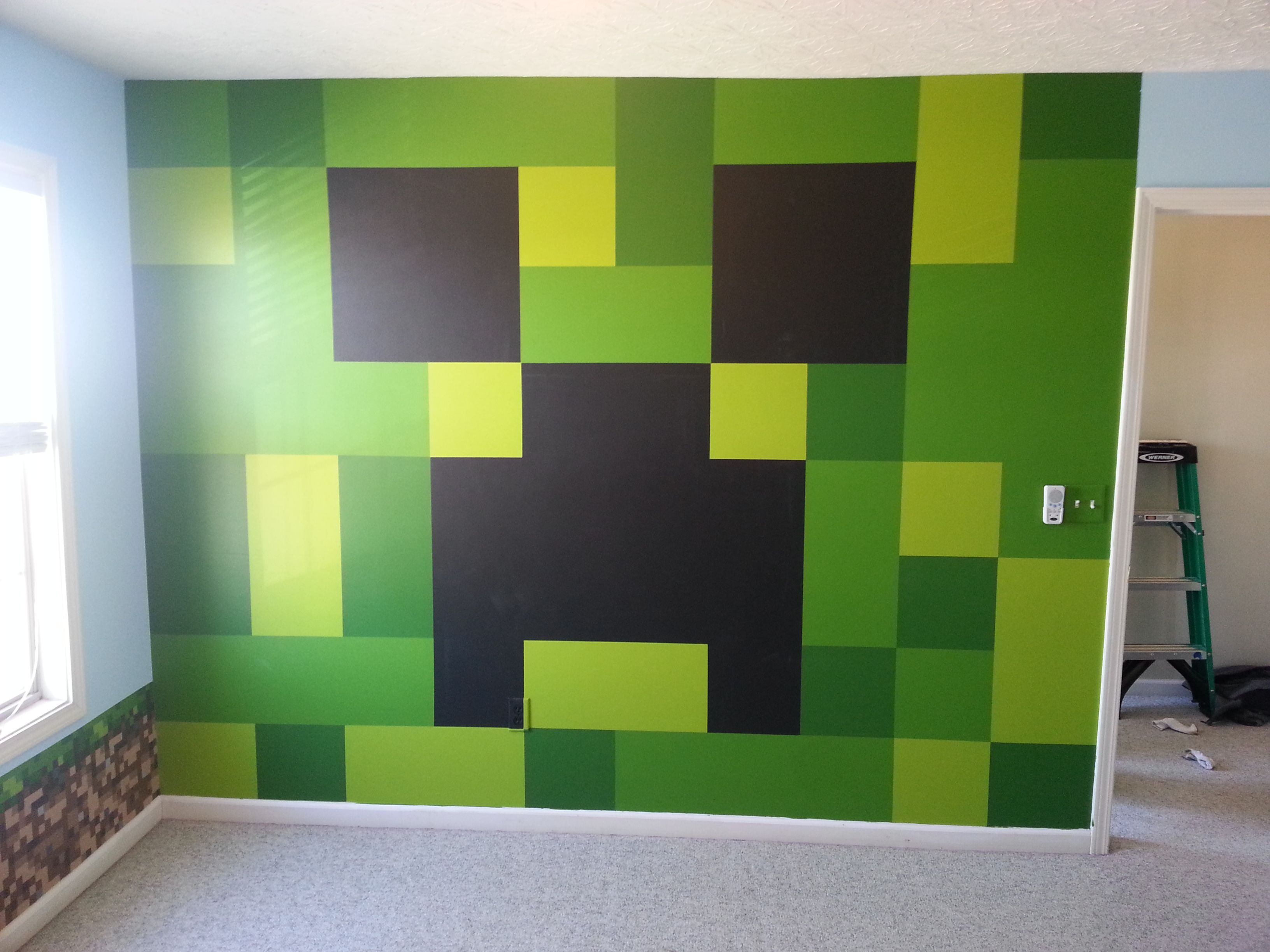 Minecraft bedroom painted creeper wall minecraft for Childrens bedroom wall designs