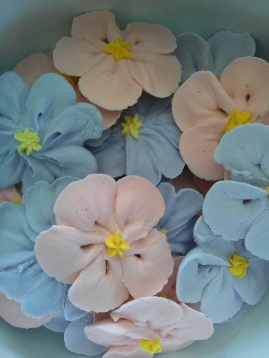 how to make royal icing flowers for cake decorating