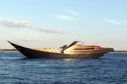 Bien connu Dragoon 130, du bateau traditionnel indonésien au superyacht de  TU07