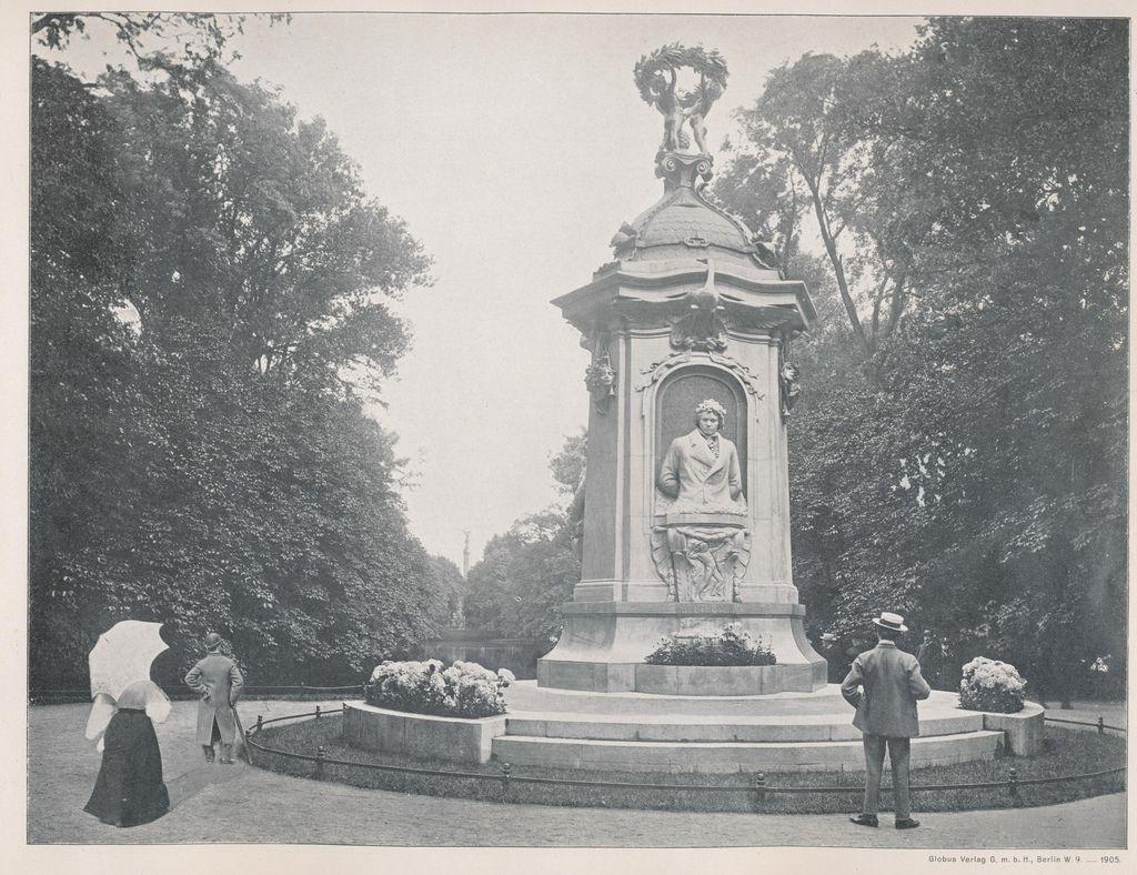 Das Beethoven Denkmal Im Tiergarten Im Hintergrund Die Siegessaule Berlin 1905 O P Berlin Historical Photos Beethoven