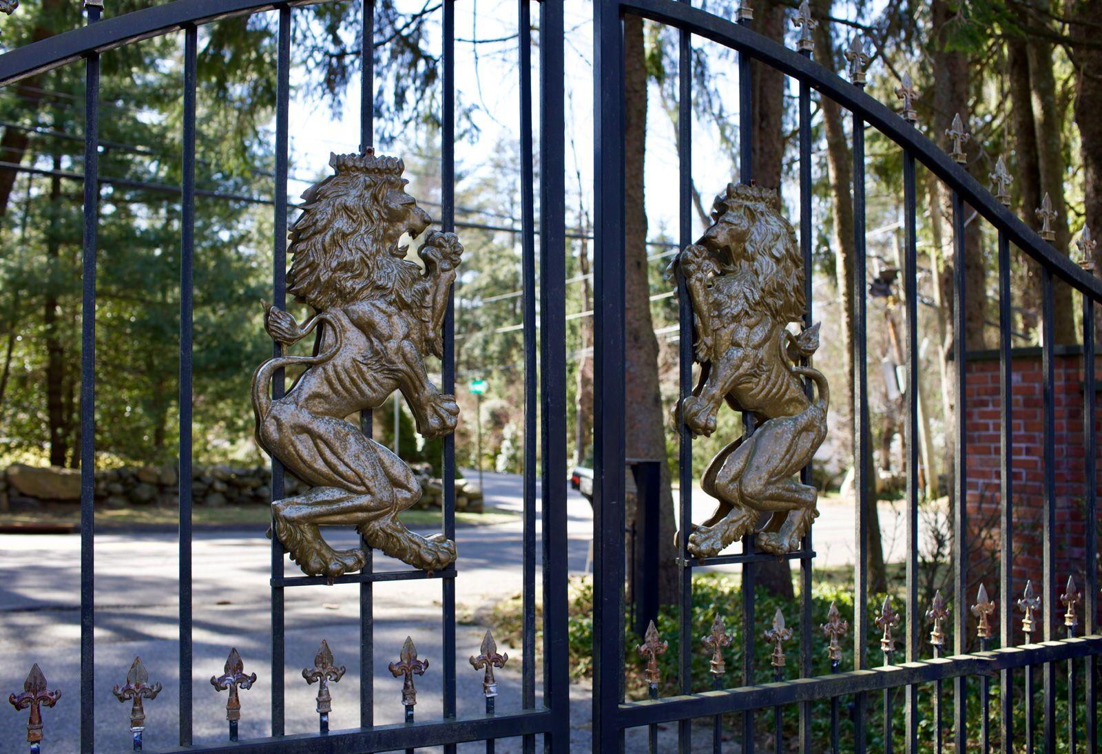 Closeup Of Custom Metal Lion Driveway Gate Details Driveway