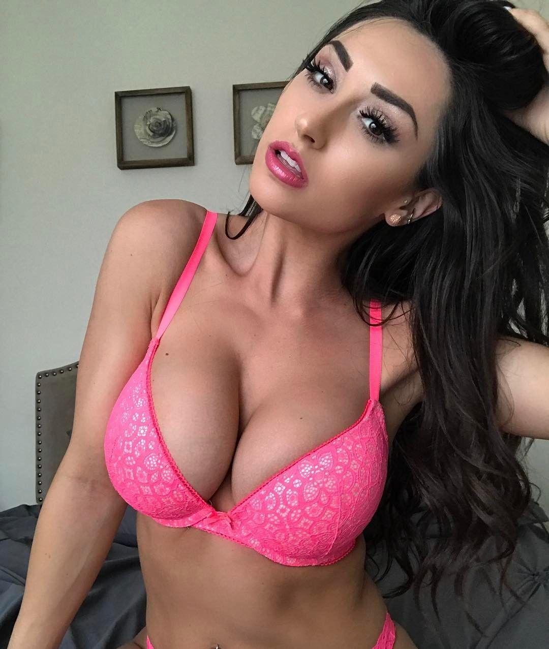 Brunette slut show off body for webcam
