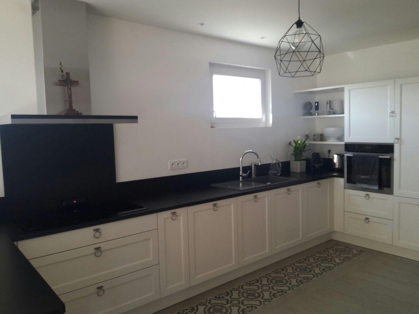 Plan De Travail En Carrelage cuisine blanche plan de travail granit noir imitation