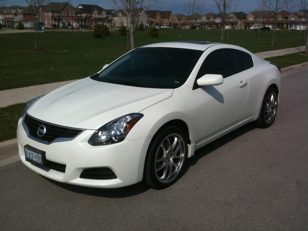 Superior 2015 Nissan Altima Coupe White