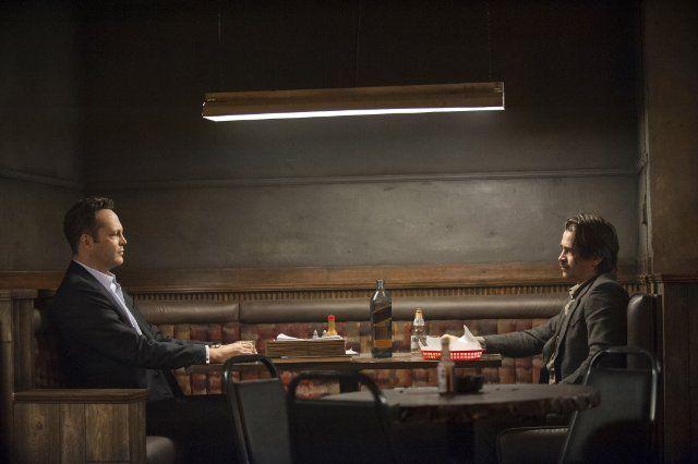 Still of Vince Vaughn and Colin Farrell in True Detective (2014)