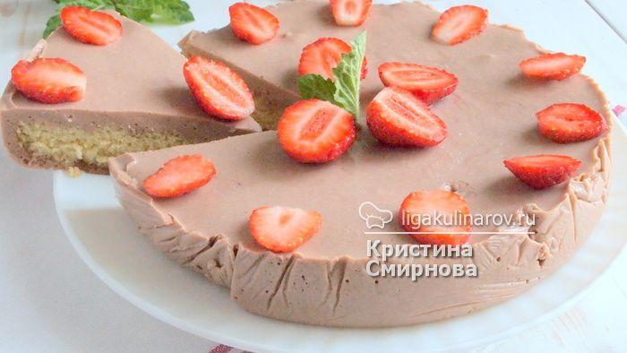 шоколадный йогуртовый торт с клубникой
