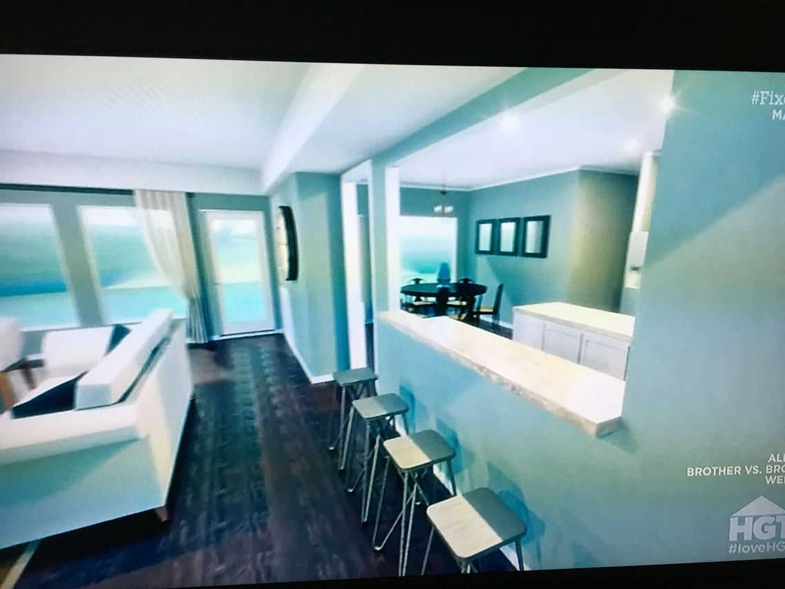Haus außentor design semi open bar seats couch away from wall  normandy heights