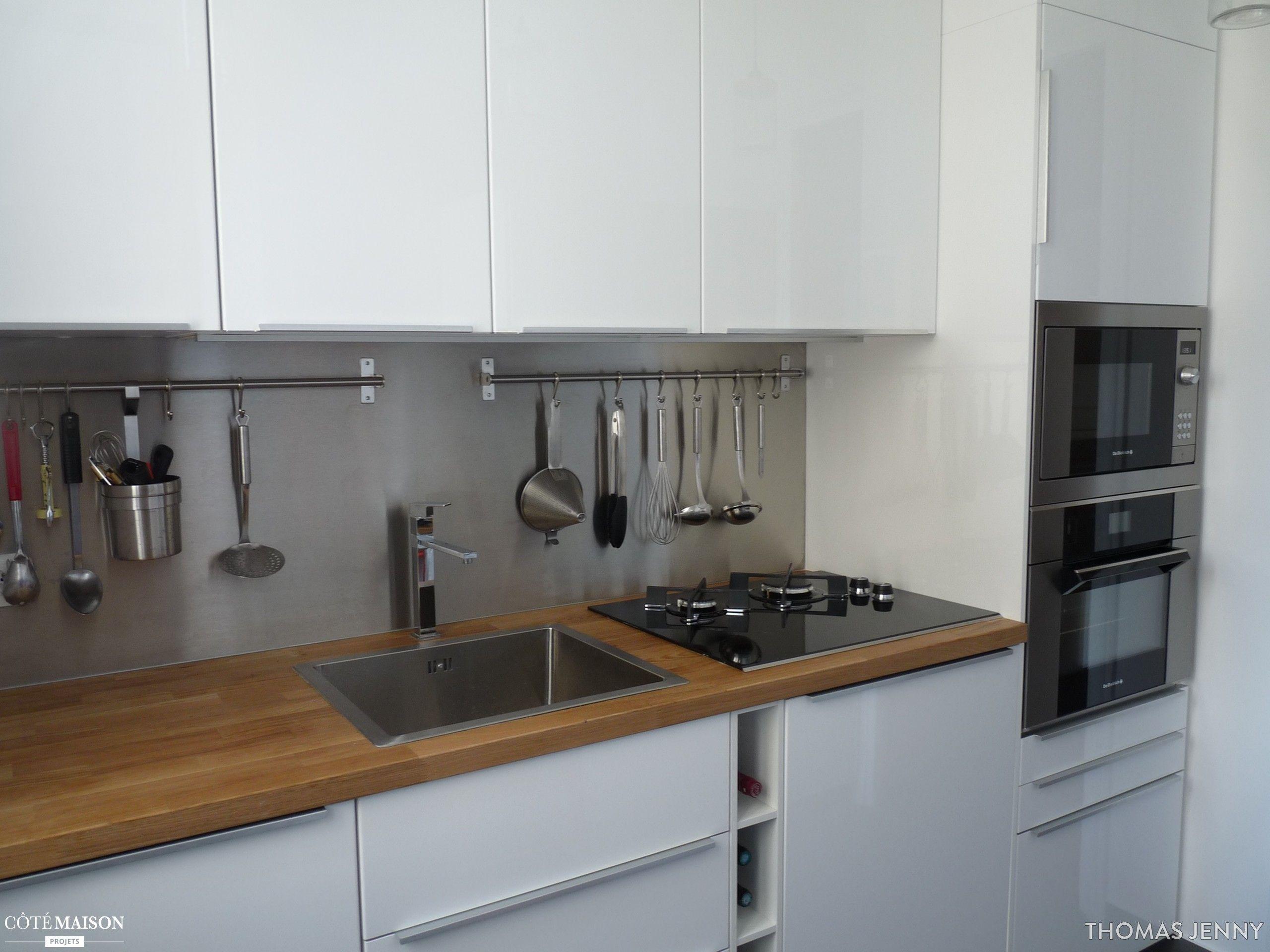 Hauteur Crédence Plan De Travail une cuisine avec des placards laqués tout en hauteur et de l