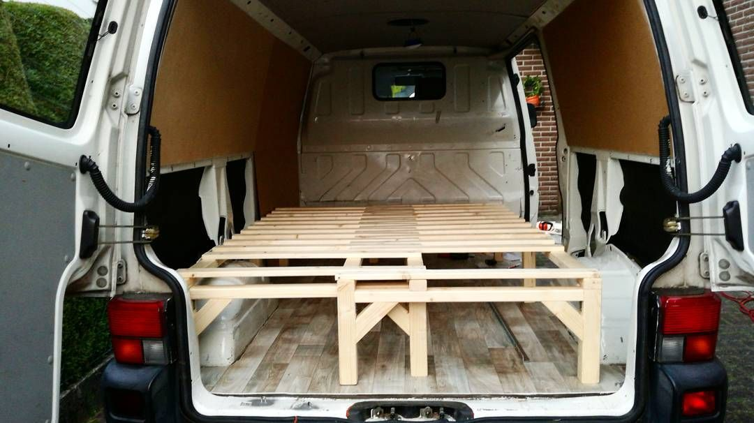 Campervan DIY Ausbau Volkswagen T4 Selbstgebautes Bett