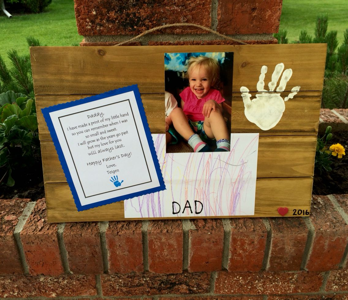 Cute Father S Day Gift Made From A Wood Pallet Plaque Bought At Michaels I Used A Child S Handprint Parent Holiday Gifts Childs Handprint Happy Fathers Dau