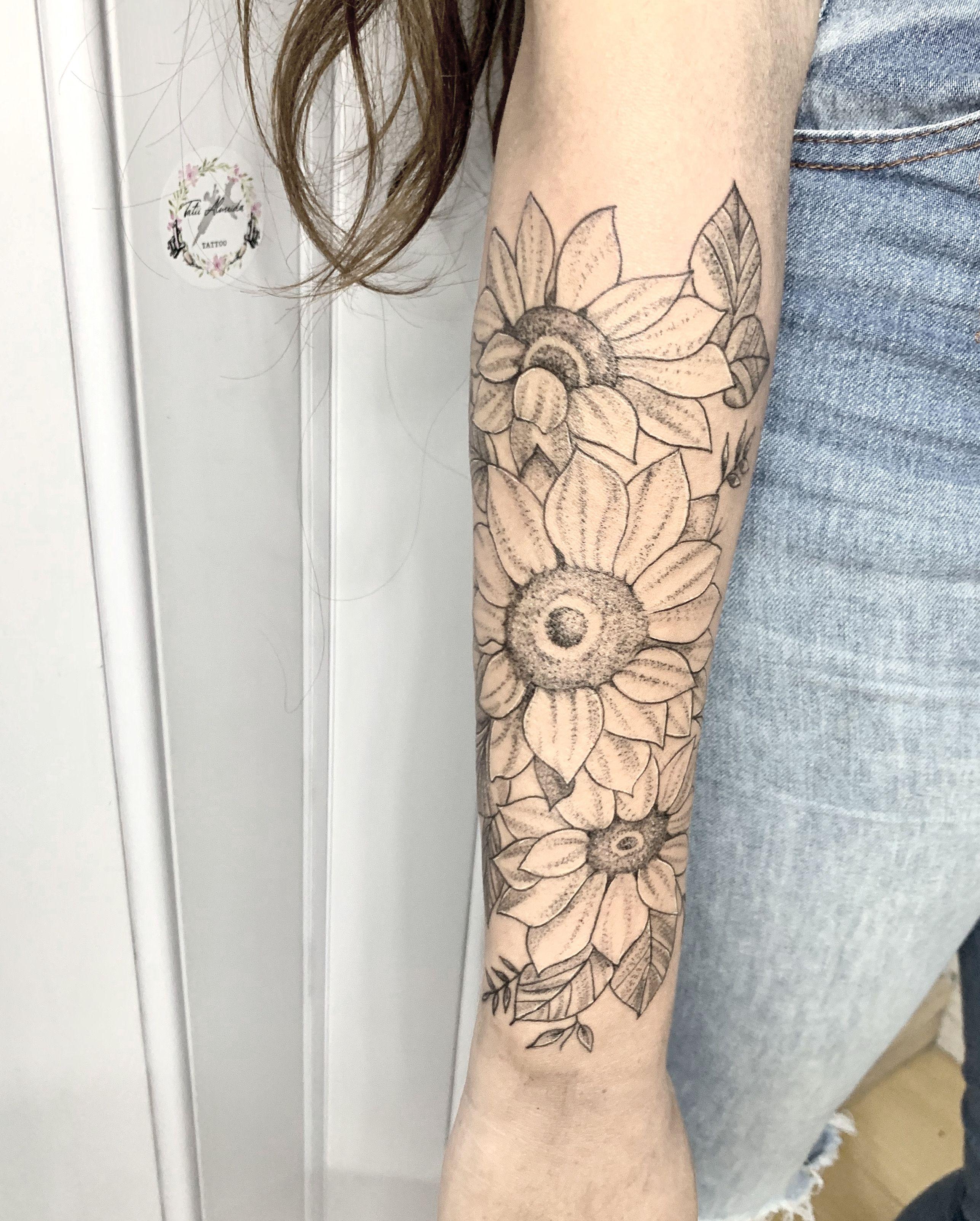Tatuajes Tatii Almeida Tattoo Tatii Almeida Tattoo Instagram Photos And Videos Tatuajes Girasoles Tatuajes Tatuaje Flores Antebrazo